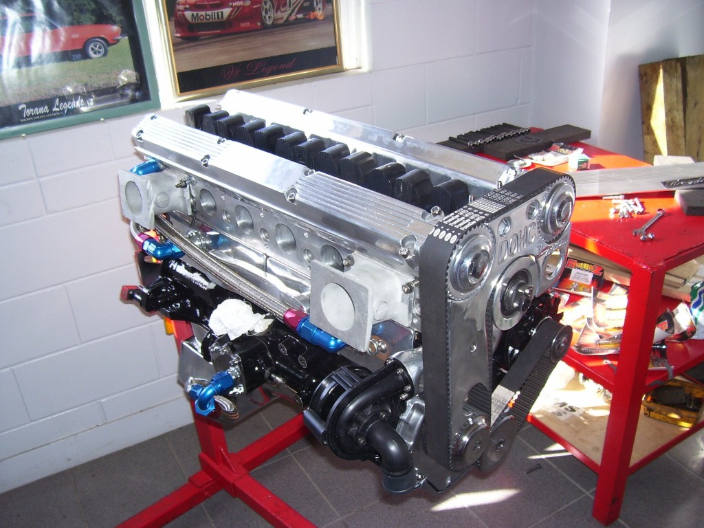 curieux montage Fuel-injected-holden-dohc-1024x768